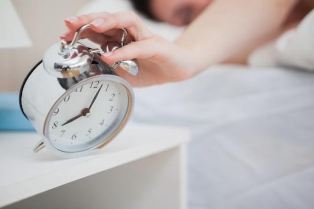 woman-alarm-clock